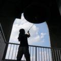 ベルピール自然公園「直径2mの愛の鐘リュバンベールは重さ6トンに及ぶ日本最大級のベル」
