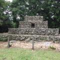 熊山遺跡「 幾何学的構図をもって築成された 石積遺跡」